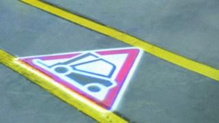 TruckSpot Zeichen von Linde am Boden
