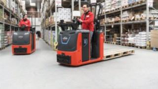 Kommissionierstapler der N20 C-Serie von Linde Material Handling im Einsatz im Warenlager
