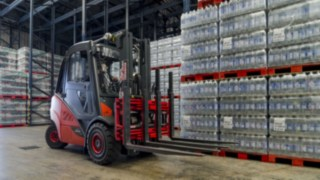 Agua-Mineral-ic_truck-loading-food-and-beverage-0083_1