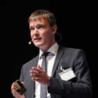 Andreas Lewandowski während eines Vortrags.
