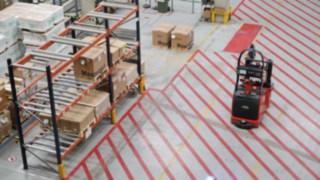 Schneider Electric verwendet zwei autonome L-MATIC AC Hochhubwagen von Linde Material Handling.
