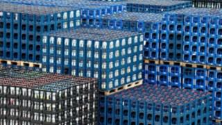 Getränkekisten auf dem Gelände von Mineralquellen Wüllner GmbH und Co. KG in Bielefeld.