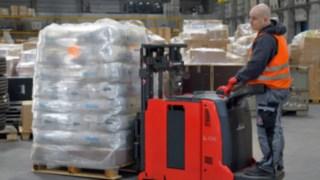 Der kompakte Gegengewichts-Hochhubwagen Linde L06 AC AP wurde als kundenspezifische Lösung entwickelt. Aufgrund des Einsatzpotenzials in weiteren Branchen wird das Gerät mittlerweile auch in Serie produziert.