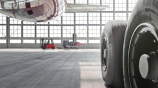 Linde Stapler im Flugzeug-Hanger