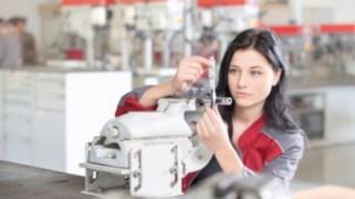 Auszubildende bei der Ausbildung zur Verfahrensmechanikerin bei Linde Material Handling